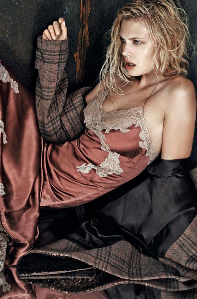 Lingerie_Trend-Inspiration-CollageVintage-Guerlain_La_Petite_Robe_Noire-16