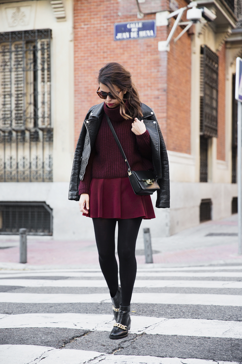 Burgundy_Outfit-Turtleneck_Jumper-Chained_Booties-Outfit-Street_Style-1