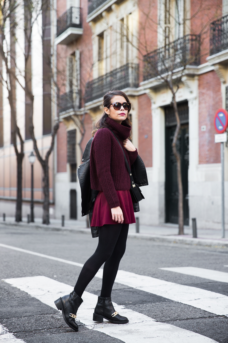 Burgundy_Outfit-Turtleneck_Jumper-Chained_Booties-Outfit-Street_Style-12