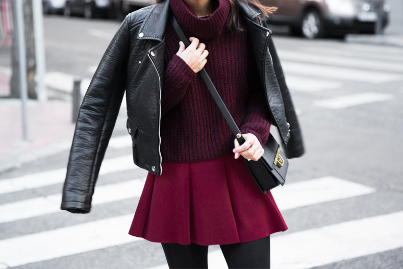 Burgundy_Outfit-Turtleneck_Jumper-Chained_Booties-Outfit-Street_Style-16
