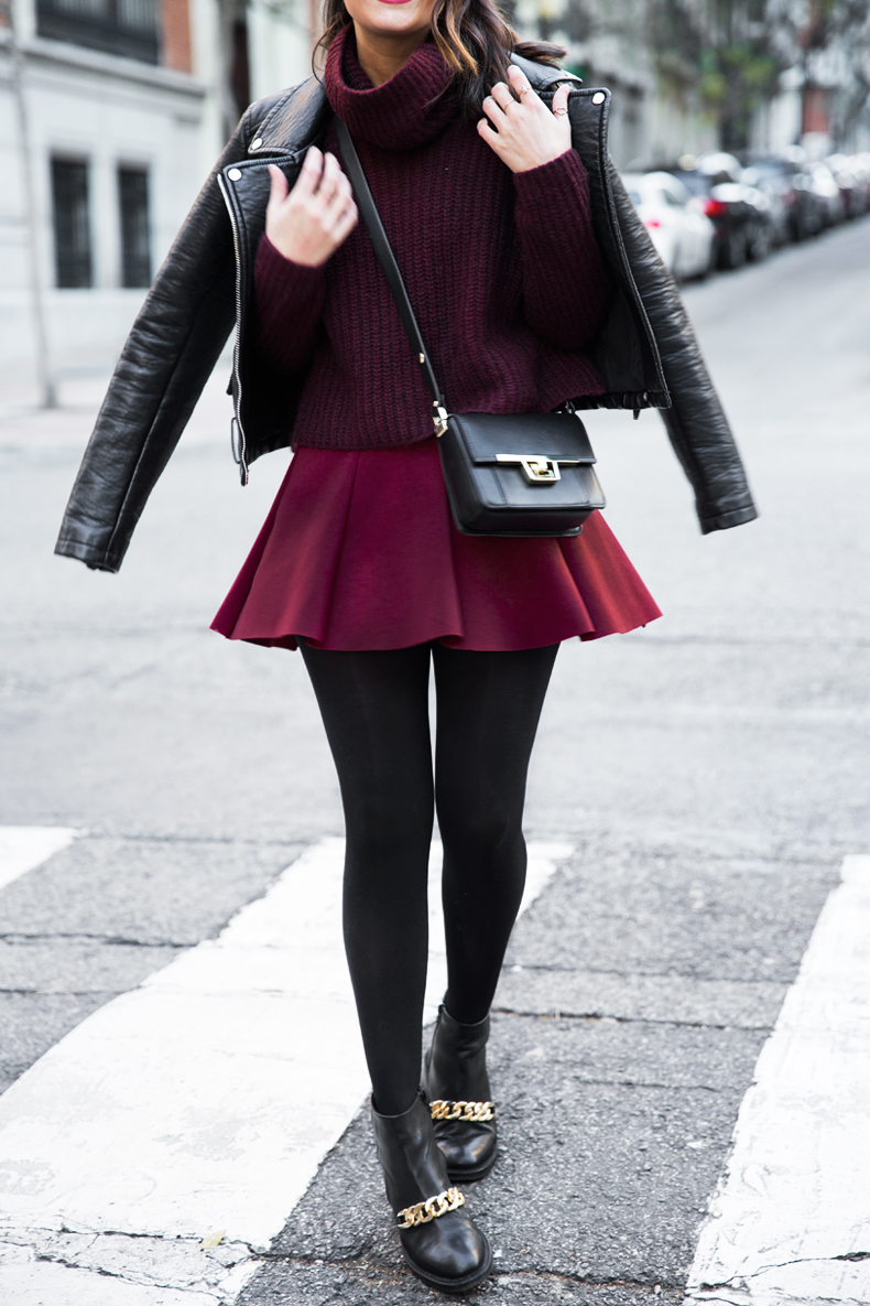 Burgundy_Outfit-Turtleneck_Jumper-Chained_Booties-Outfit-Street_Style-34