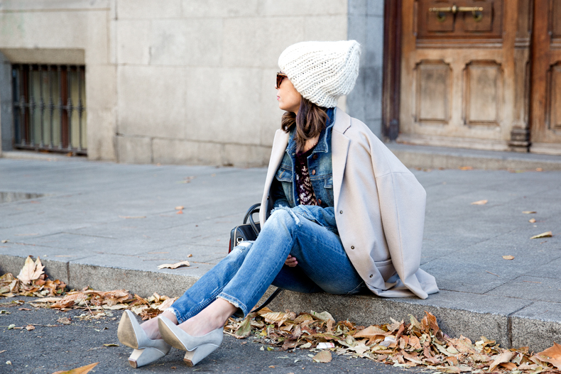 Beanie-Ripped_Jeans-Oversize_Coat-Outfit-Street_Style-11