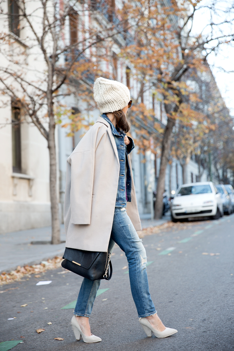 Beanie-Ripped_Jeans-Oversize_Coat-Outfit-Street_Style-39