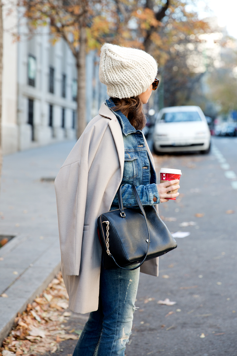Beanie-Ripped_Jeans-Oversize_Coat-Outfit-Street_Style-23