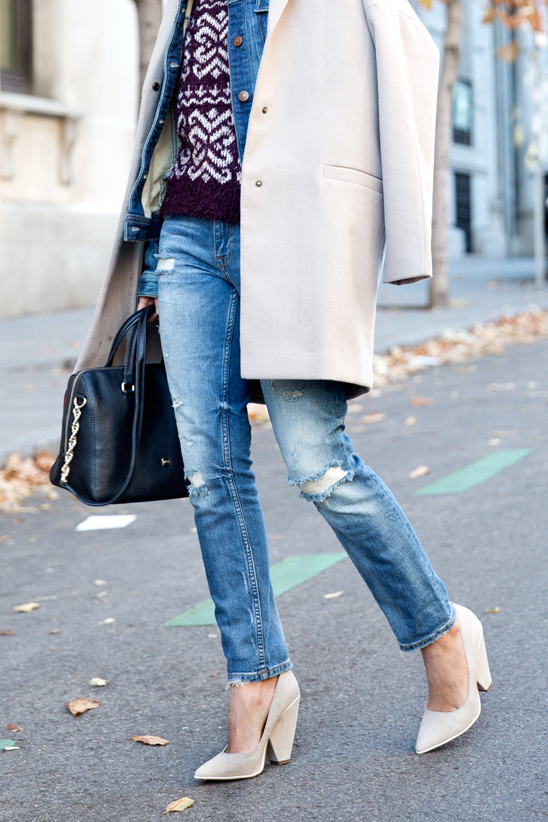 Beanie-Ripped_Jeans-Oversize_Coat-Outfit-Street_Style-30