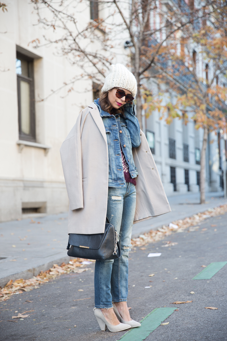 Beanie-Ripped_Jeans-Oversize_Coat-Outfit-Street_Style-70