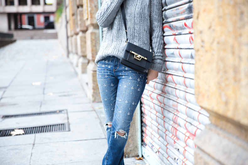 Embroidered_Jeans-Abercrombie-Knitwear-Camel_Coat-Street_Style-Outfit-