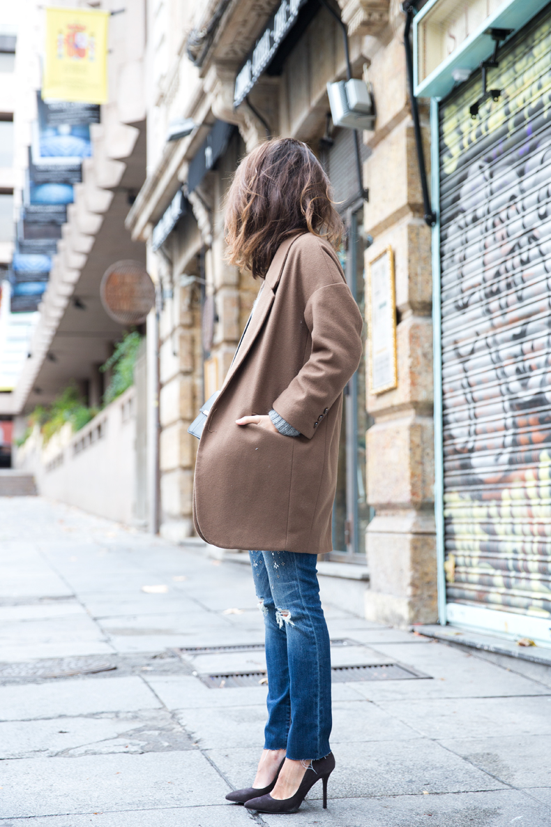 Embroidered_Jeans-Abercrombie-Knitwear-Camel_Coat-Street_Style-Outfit-36