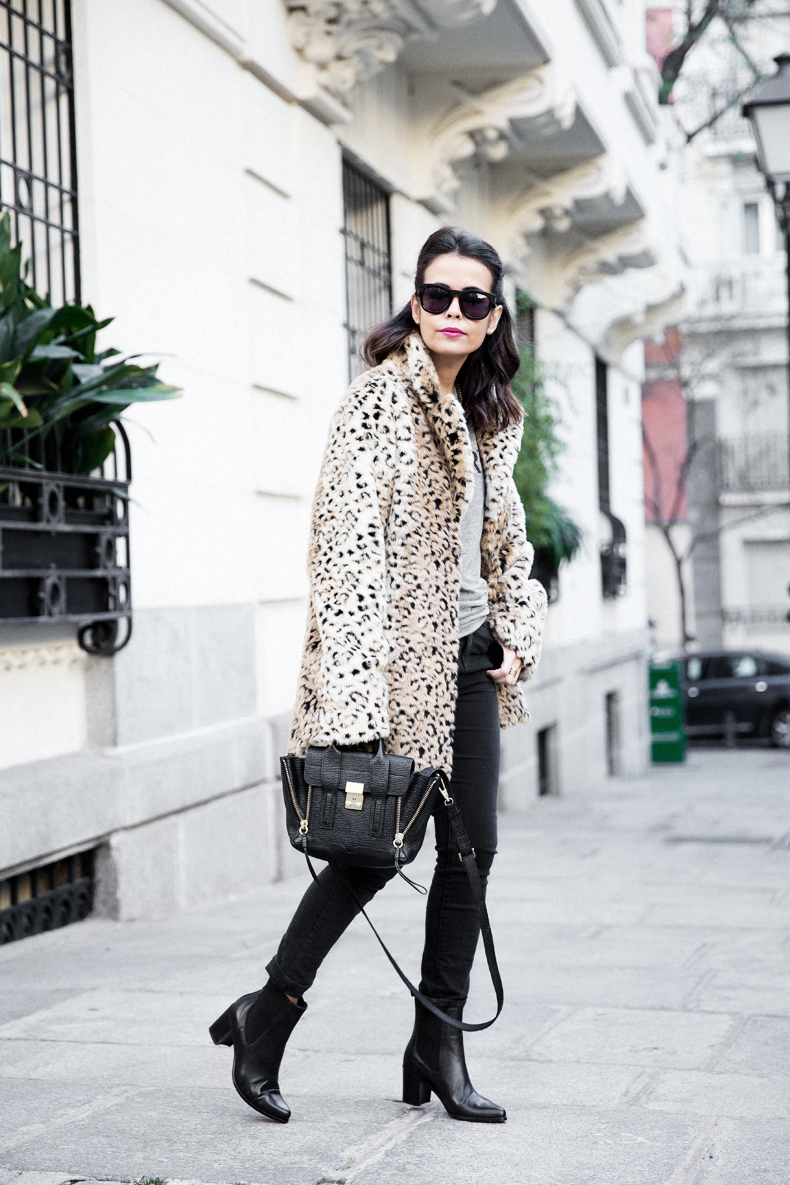 Collagevintage_Collection-Chelsea_Boots-Leopard_Coat-Sreet_Style-Outfit-17