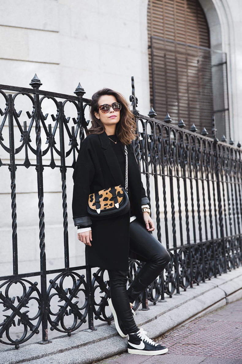 Black_Outfit-Sneakers-Nike-Leopard_Bag-SuShi_Bags-Outfit-Street_Style-Collage_Vintage-24