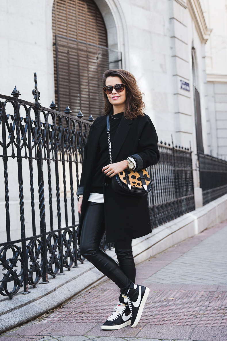 Black_Outfit-Sneakers-Nike-Leopard_Bag-SuShi_Bags-Outfit-Street_Style-Collage_Vintage-20