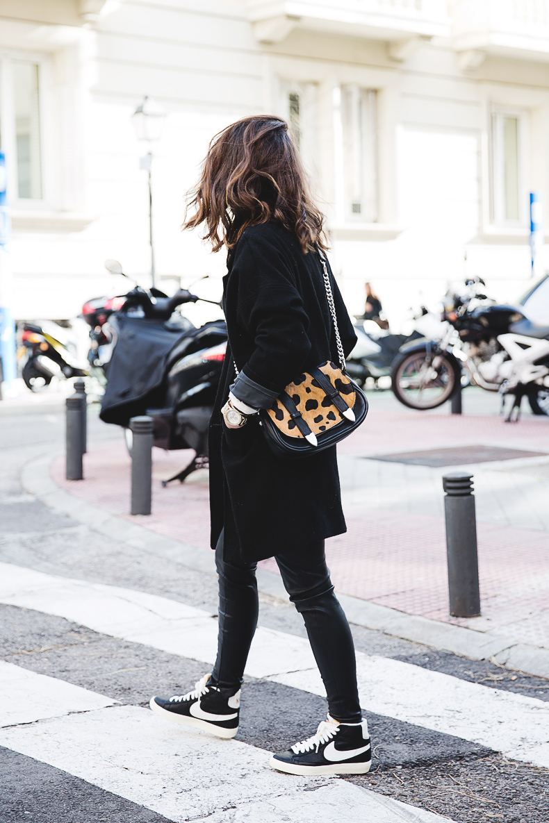 Black_Outfit-Sneakers-Nike-Leopard_Bag-SuShi_Bags-Outfit-Street_Style-Collage_Vintage-32