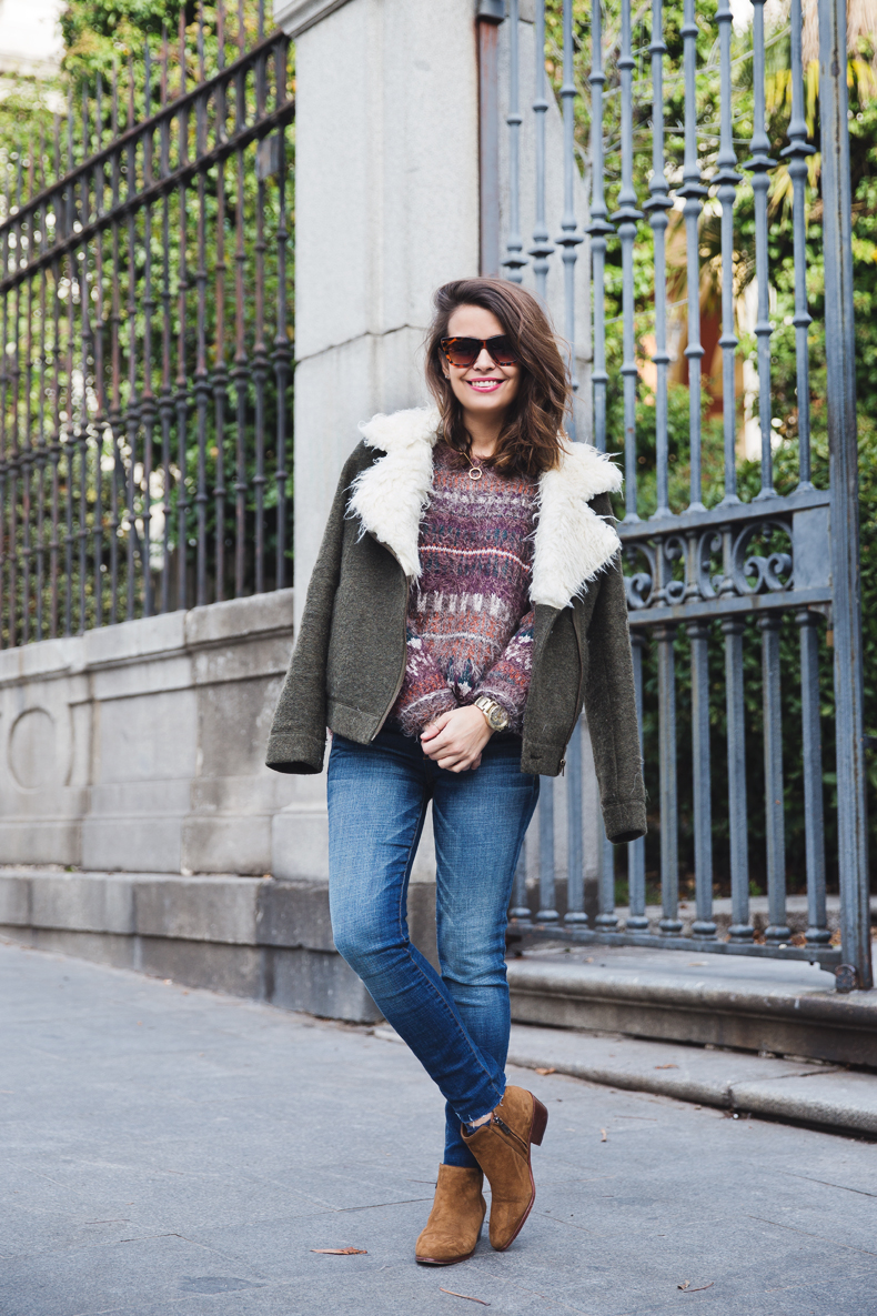 Fluffly_Sweater-Jeans_Abercrombie_And_Fitch-Jeans-Sam_Edelman-Outfit-Shearling_Jacket-Street_Style-6
