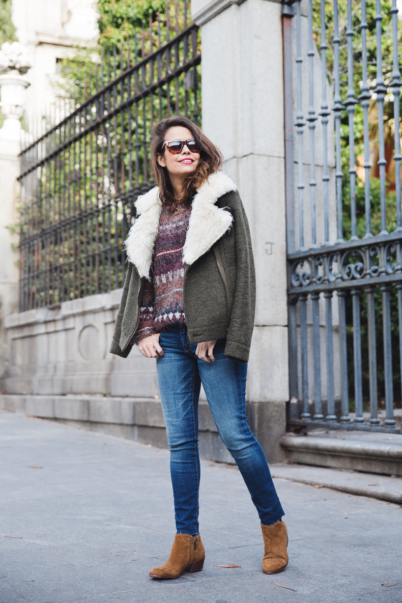 Fluffly_Sweater-Jeans_Abercrombie_And_Fitch-Jeans-Sam_Edelman-Outfit-Shearling_Jacket-Street_Style-3