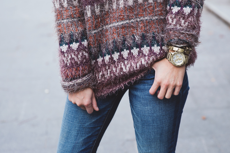 Fluffly_Sweater-Jeans_Abercrombie_And_Fitch-Jeans-Sam_Edelman-Outfit-Shearling_Jacket-Street_Style-28