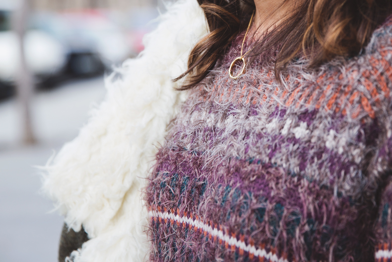 Fluffly_Sweater-Jeans_Abercrombie_And_Fitch-Jeans-Sam_Edelman-Outfit-Shearling_Jacket-Street_Style-23