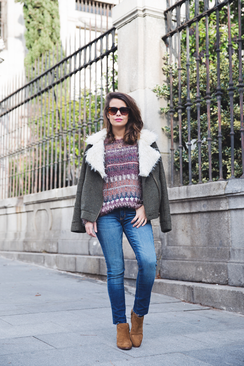 Fluffly_Sweater-Jeans_Abercrombie_And_Fitch-Jeans-Sam_Edelman-Outfit-Shearling_Jacket-Street_Style-13