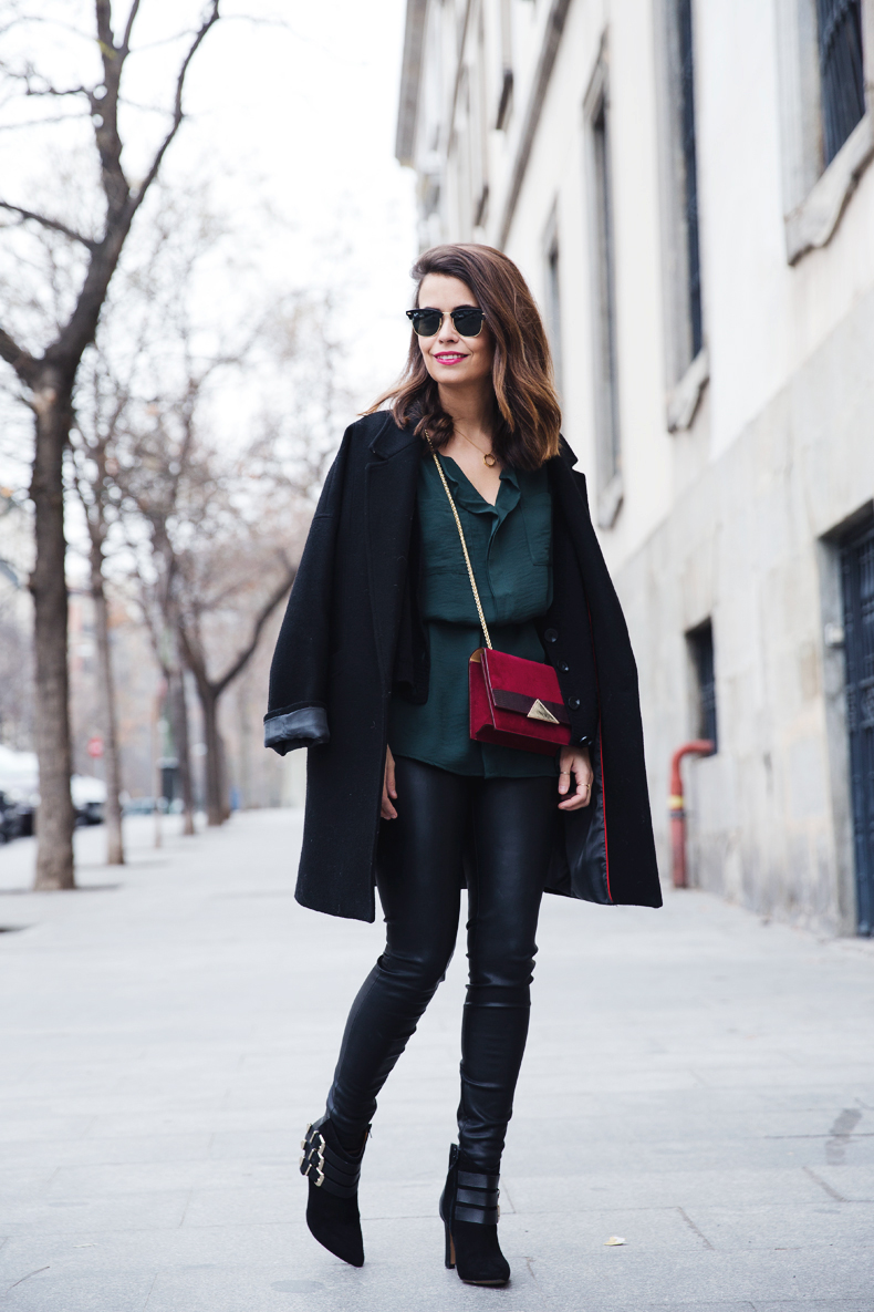 Leather_Trousers-Black_Coat-Gree_Shirt-Burgundy-Outfit-Street_style-46