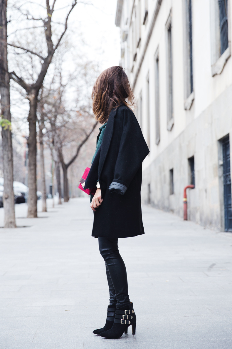 Leather_Trousers-Black_Coat-Gree_Shirt-Burgundy-Outfit-Street_style-44