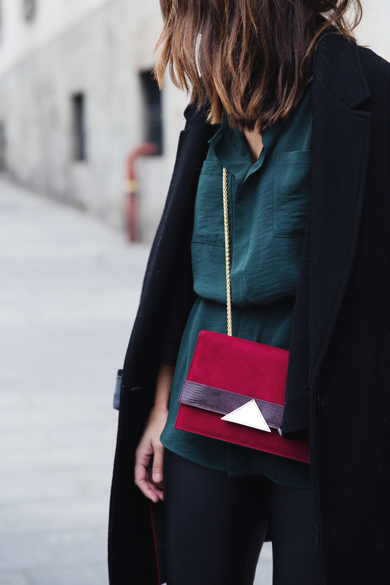 Leather_Trousers-Black_Coat-Gree_Shirt-Burgundy-Outfit-Street_style-28