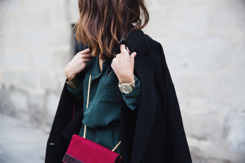 Leather_Trousers-Black_Coat-Gree_Shirt-Burgundy-Outfit-Street_style-21