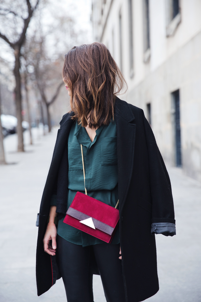 Leather_Trousers-Black_Coat-Gree_Shirt-Burgundy-Outfit-Street_style-1