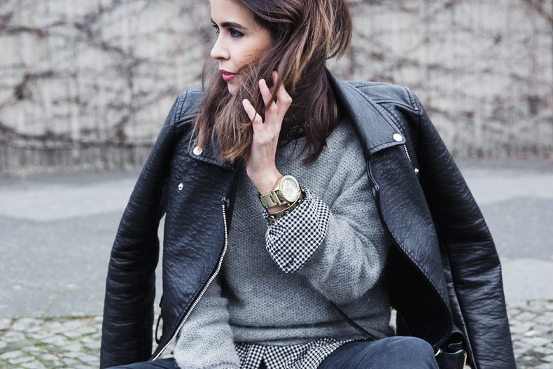 Check_Shirt-Grey_Knitwear-Black_Jeans-Chained_Booties-Street_Style-Outfit-18