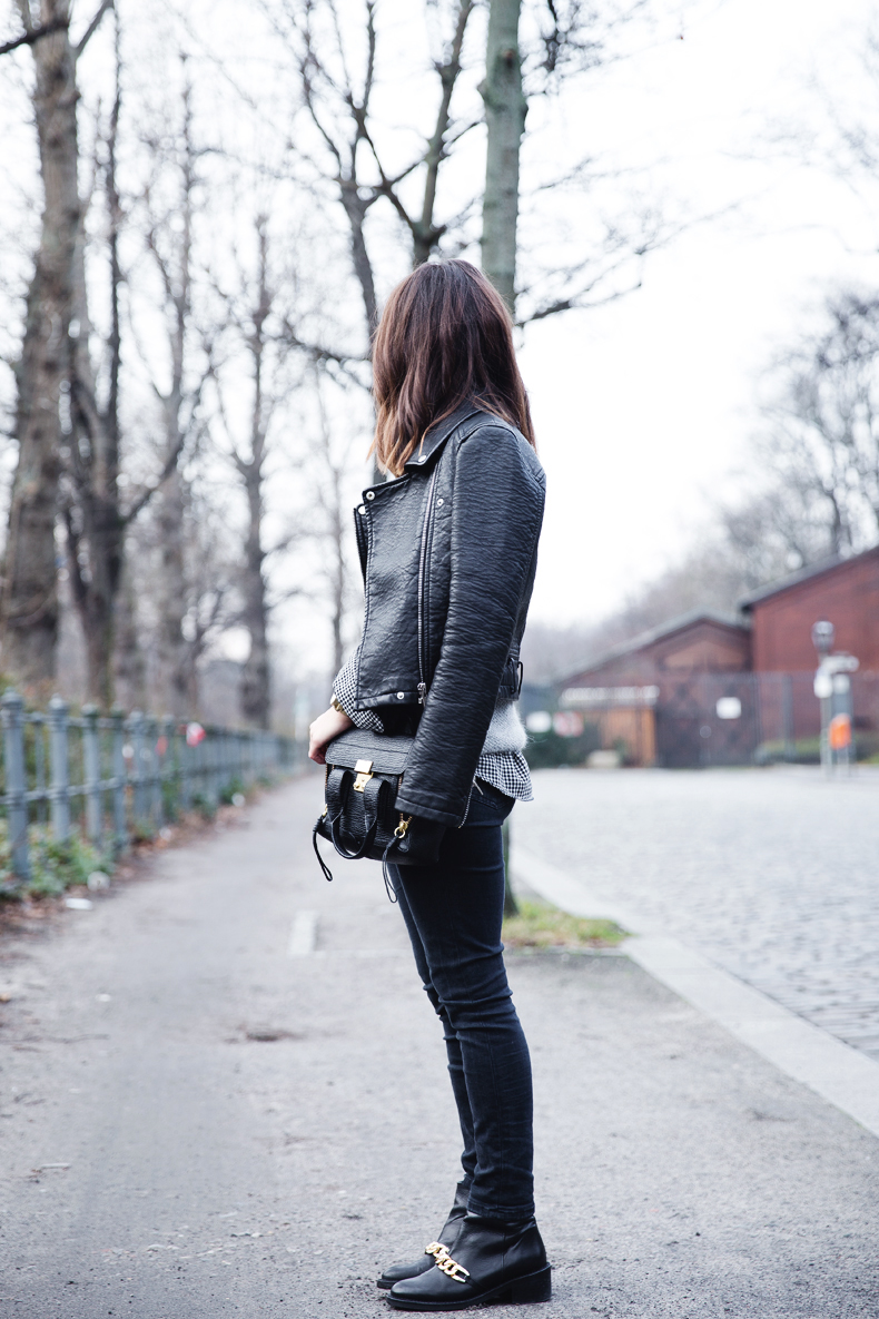 Check_Shirt-Grey_Knitwear-Black_Jeans-Chained_Booties-Street_Style-Outfit-8