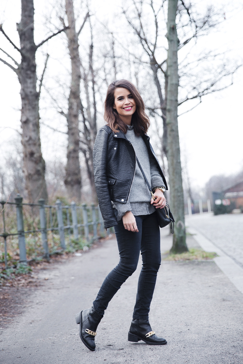 Check_Shirt-Grey_Knitwear-Black_Jeans-Chained_Booties-Street_Style-Outfit-6