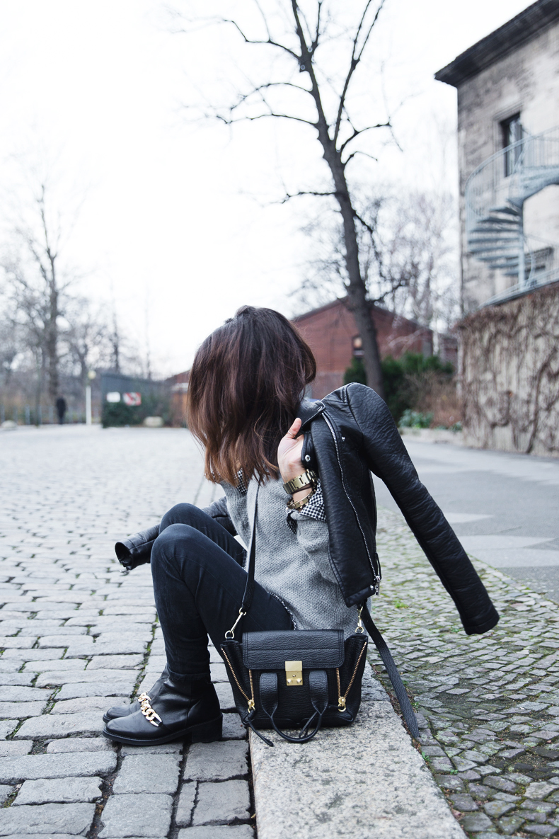 Check_Shirt-Grey_Knitwear-Black_Jeans-Chained_Booties-Street_Style-Outfit-1