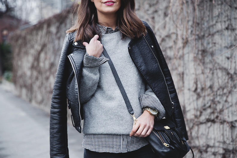 Check_Shirt-Grey_Knitwear-Black_Jeans-Chained_Booties-Street_Style-Outfit-36