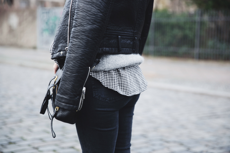 Check_Shirt-Grey_Knitwear-Black_Jeans-Chained_Booties-Street_Style-Outfit-30