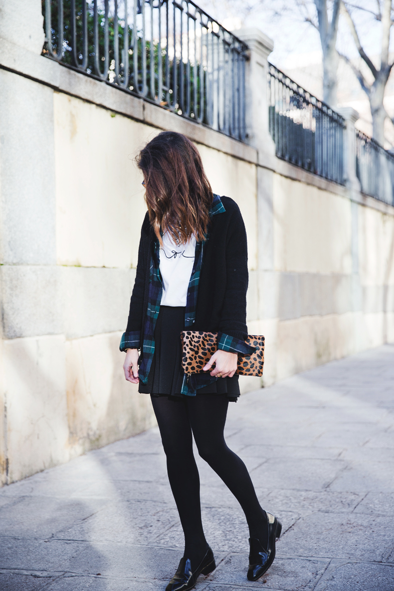 Leopard_Clutch-Clare_Vivier-Mixing_Prints-Outfit-Street_Style-29