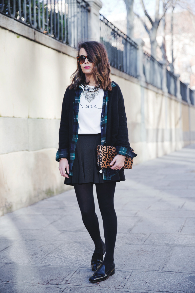 Leopard_Clutch-Clare_Vivier-Mixing_Prints-Outfit-Street_Style-30