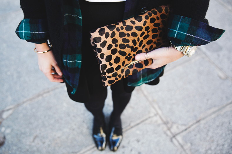Leopard_Clutch-Clare_Vivier-Mixing_Prints-Outfit-Street_Style-54