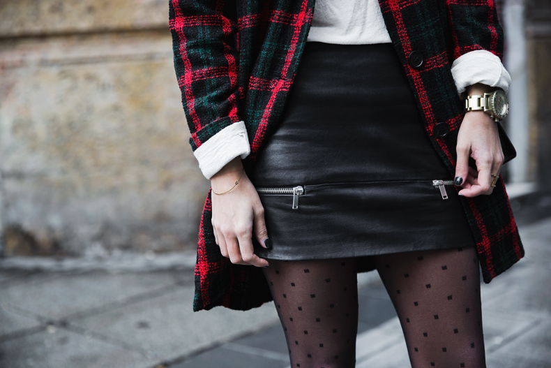 Check_Blazer-Asos-Leather_Skirt-Heels-Collage_Vintage-outfit-Street_Style-50