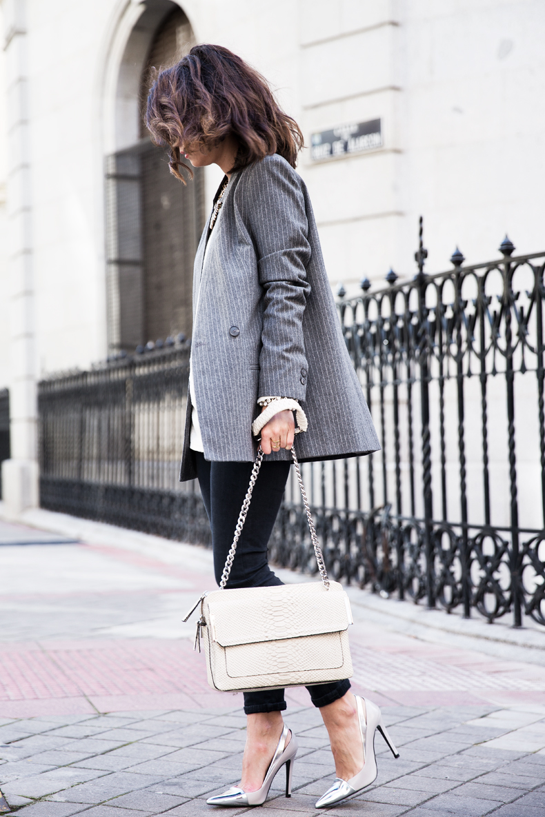 Pinstripe_Blazer-Outfit-Grey_Shoes-Jeans-Snake_Bag-collage_Vintage-street_Style-outfit-