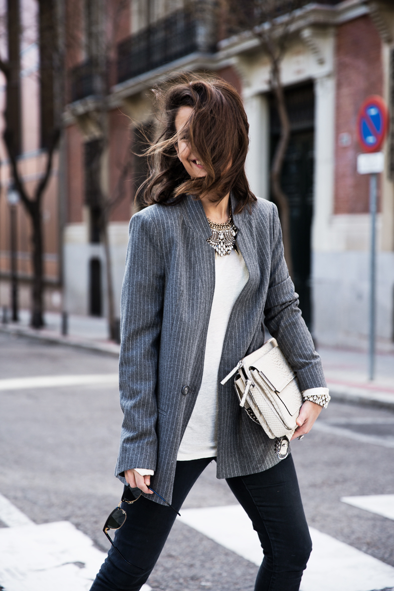 Pinstripe_Blazer-Outfit-Grey_Shoes-Jeans-Snake_Bag-collage_Vintage-street_Style-outfit-23
