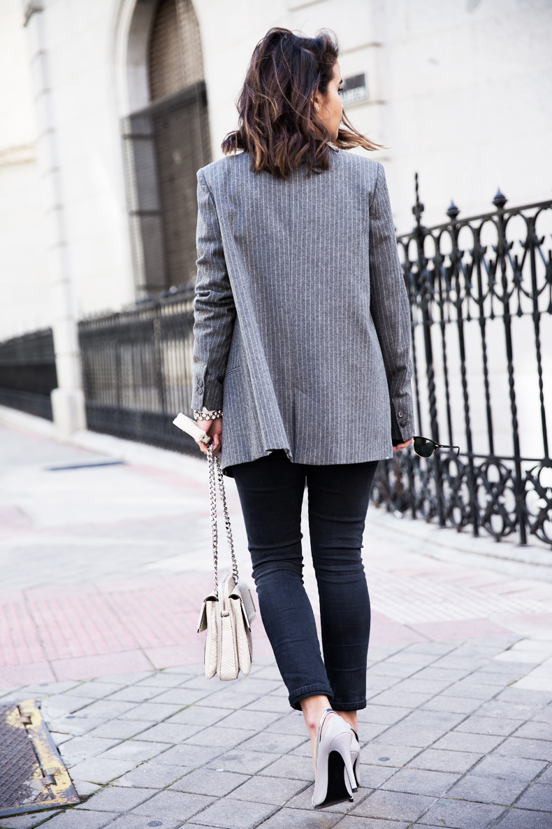 Pinstripe_Blazer-Outfit-Grey_Shoes-Jeans-Snake_Bag-collage_Vintage-street_Style-outfit-20