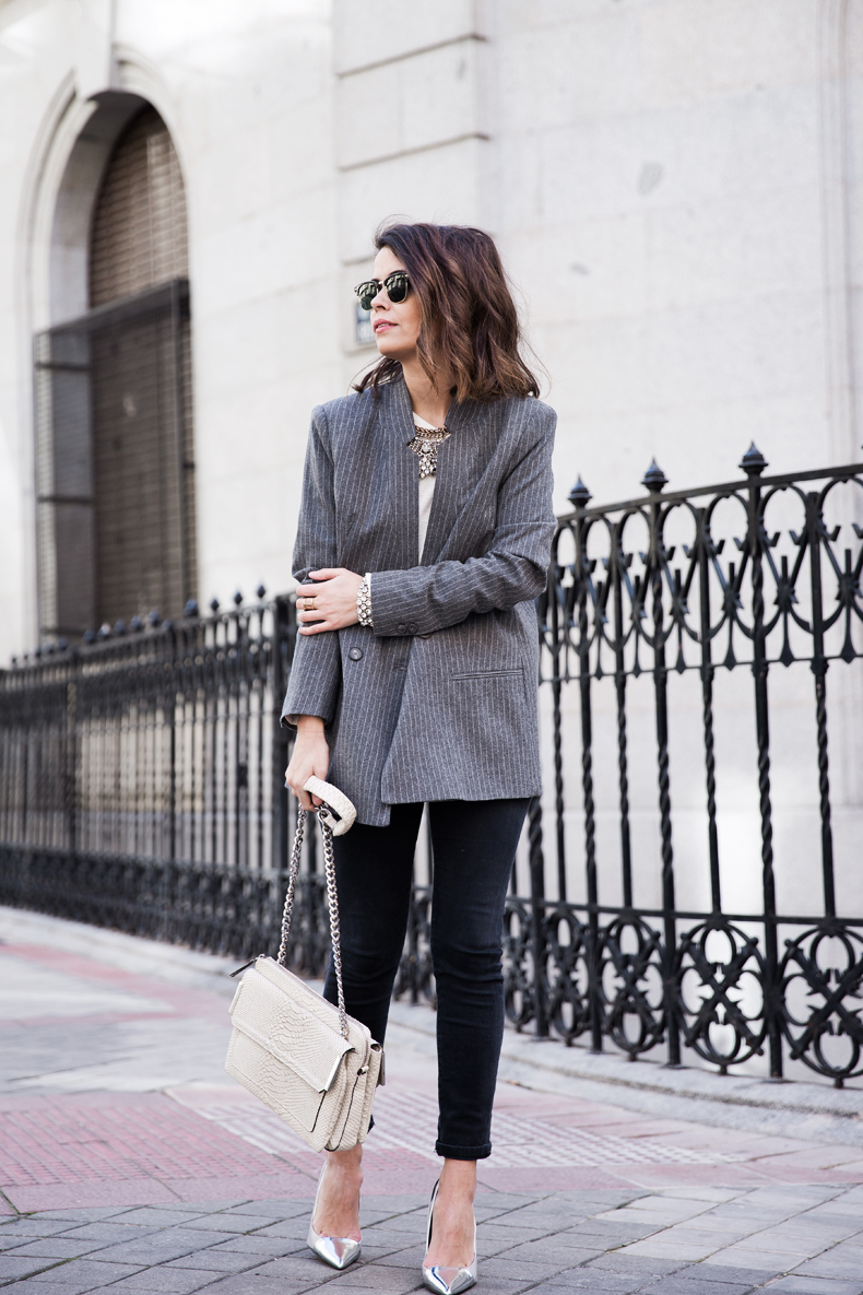 Pinstripe_Blazer-Outfit-Grey_Shoes-Jeans-Snake_Bag-collage_Vintage-street_Style-outfit-17