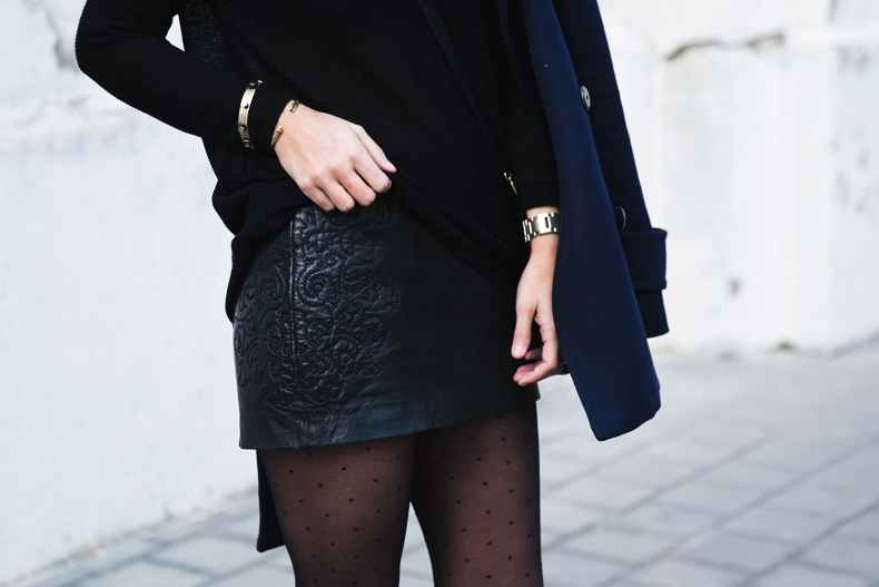 Mango_Outfit-Blue_Coat-LEather_Skirt-Plumetti_Tights-Outfit-Street_Style-39