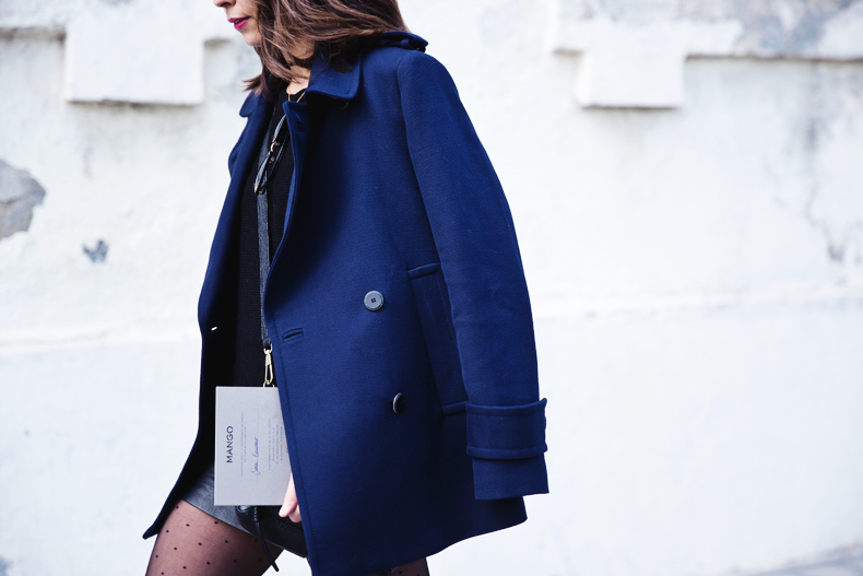 Mango_Outfit-Blue_Coat-LEather_Skirt-Plumetti_Tights-Outfit-Street_Style-31
