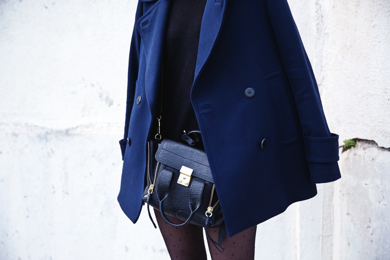 Mango_Outfit-Blue_Coat-LEather_Skirt-Plumetti_Tights-Outfit-Street_Style-26