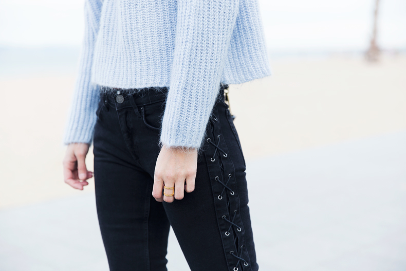 Black_Jeans-Knit_Jumper-Light_Blue-Street_Style-Outfits-48