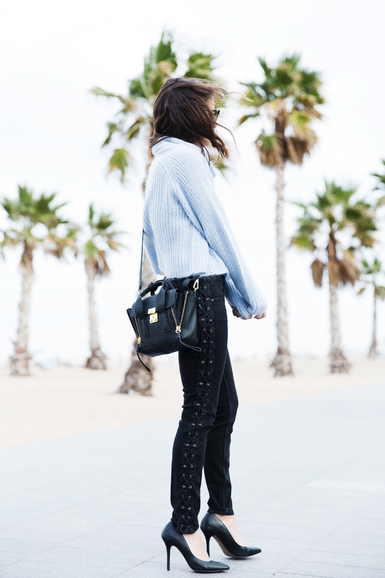 Black_Jeans-Knit_Jumper-Light_Blue-Street_Style-Outfits-10