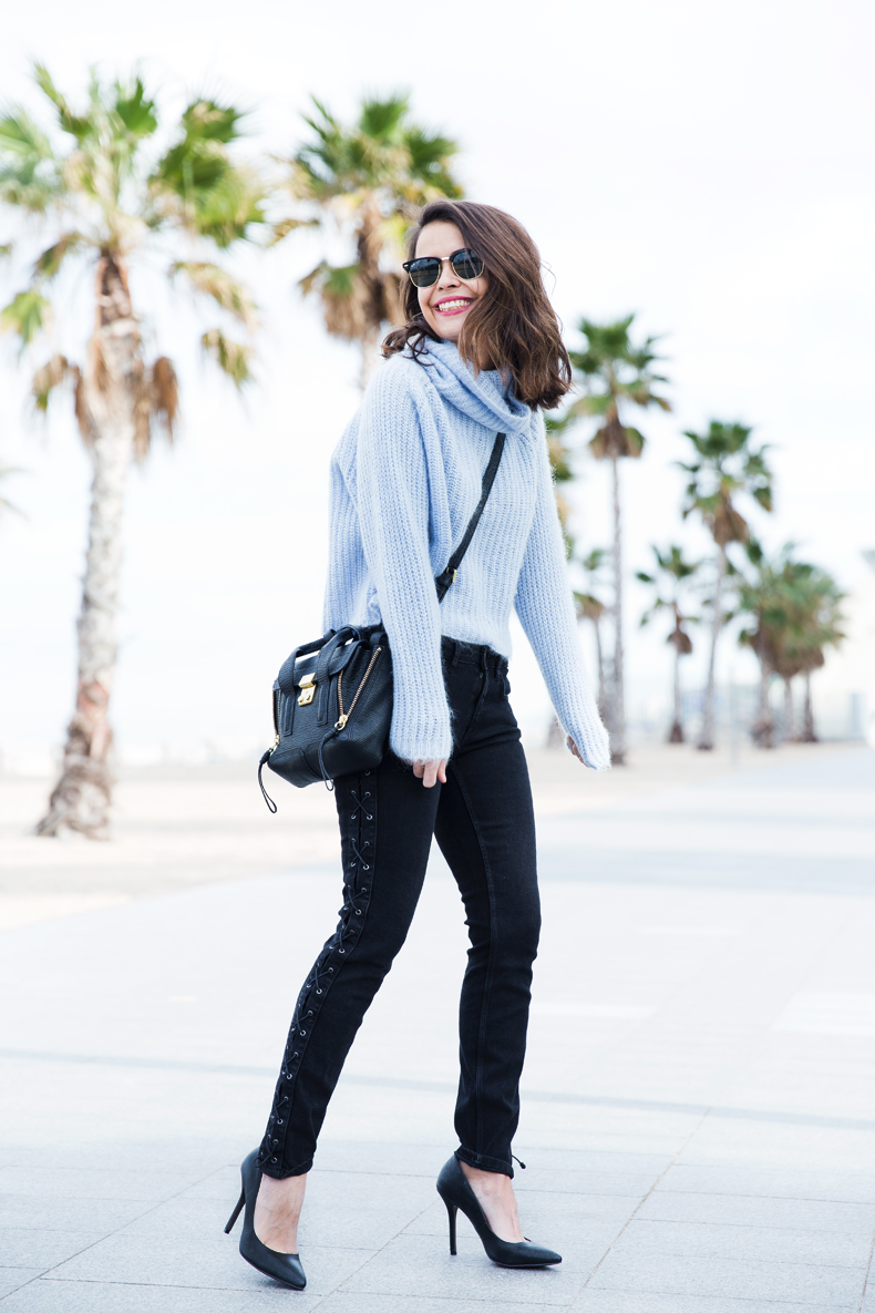 Black_Jeans-Knit_Jumper-Light_Blue-Street_Style-Outfits-30