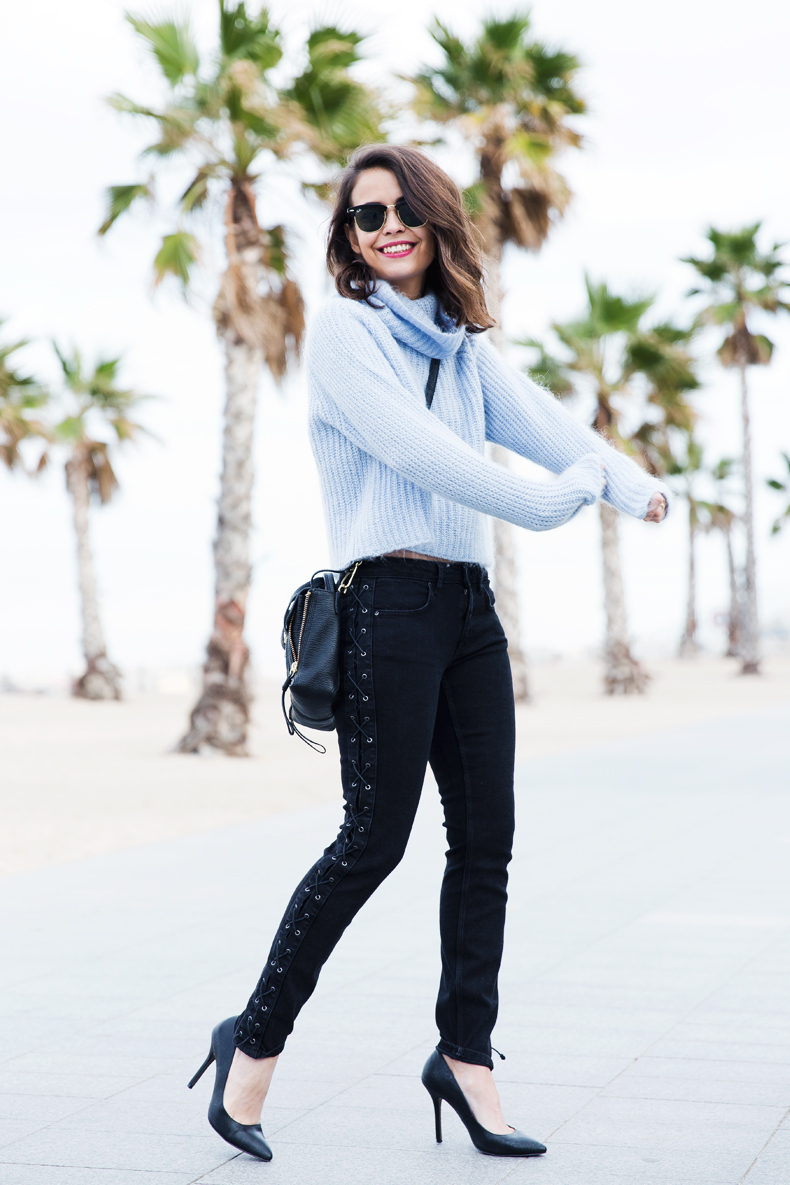 Black_Jeans-Knit_Jumper-Light_Blue-Street_Style-Outfits-15