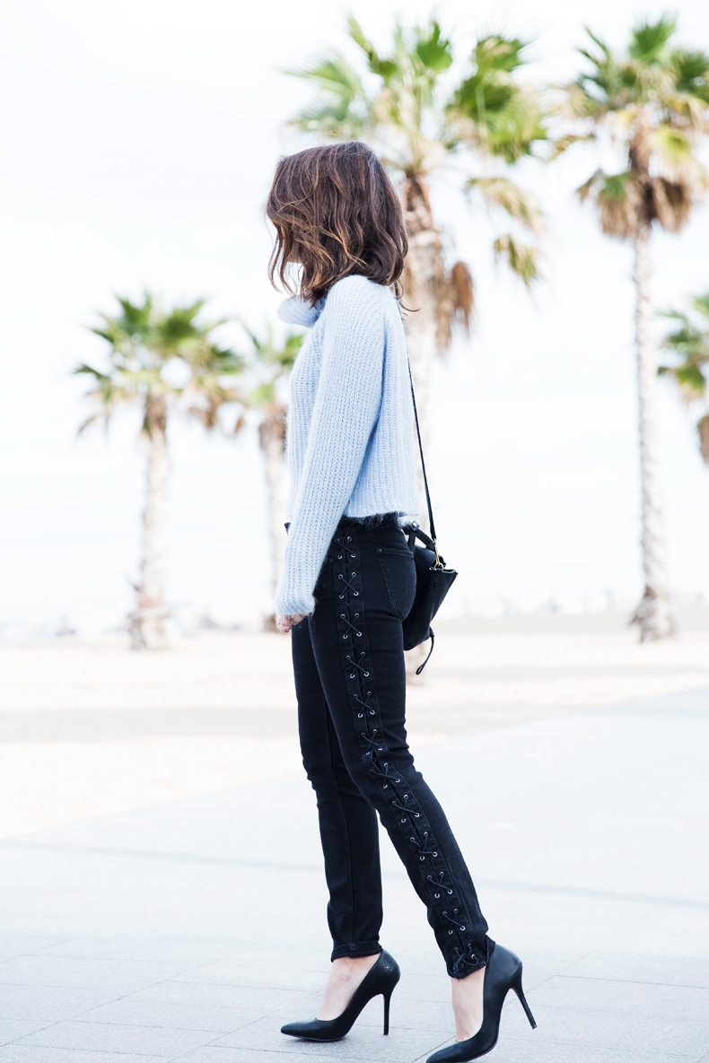 Black_Jeans-Knit_Jumper-Light_Blue-Street_Style-Outfits-22