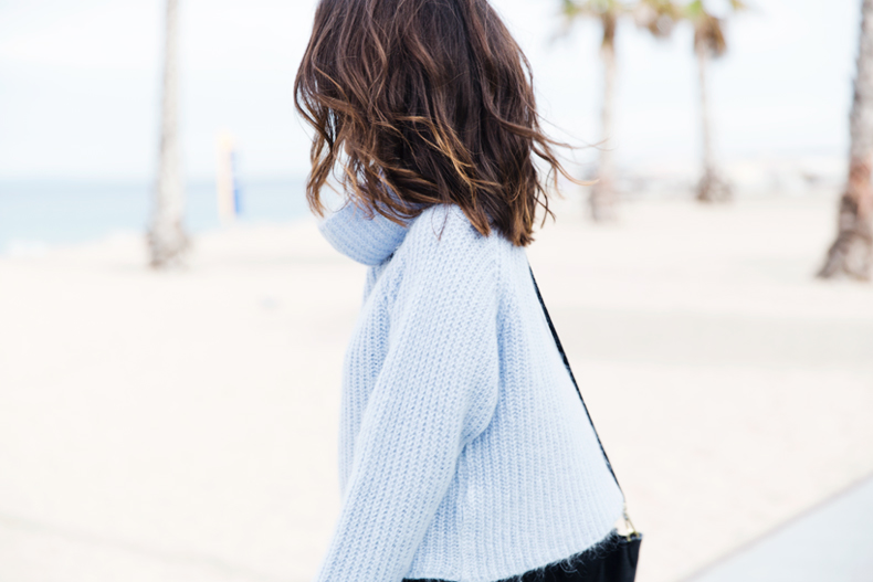 Black_Jeans-Knit_Jumper-Light_Blue-Street_Style-Outfits-38