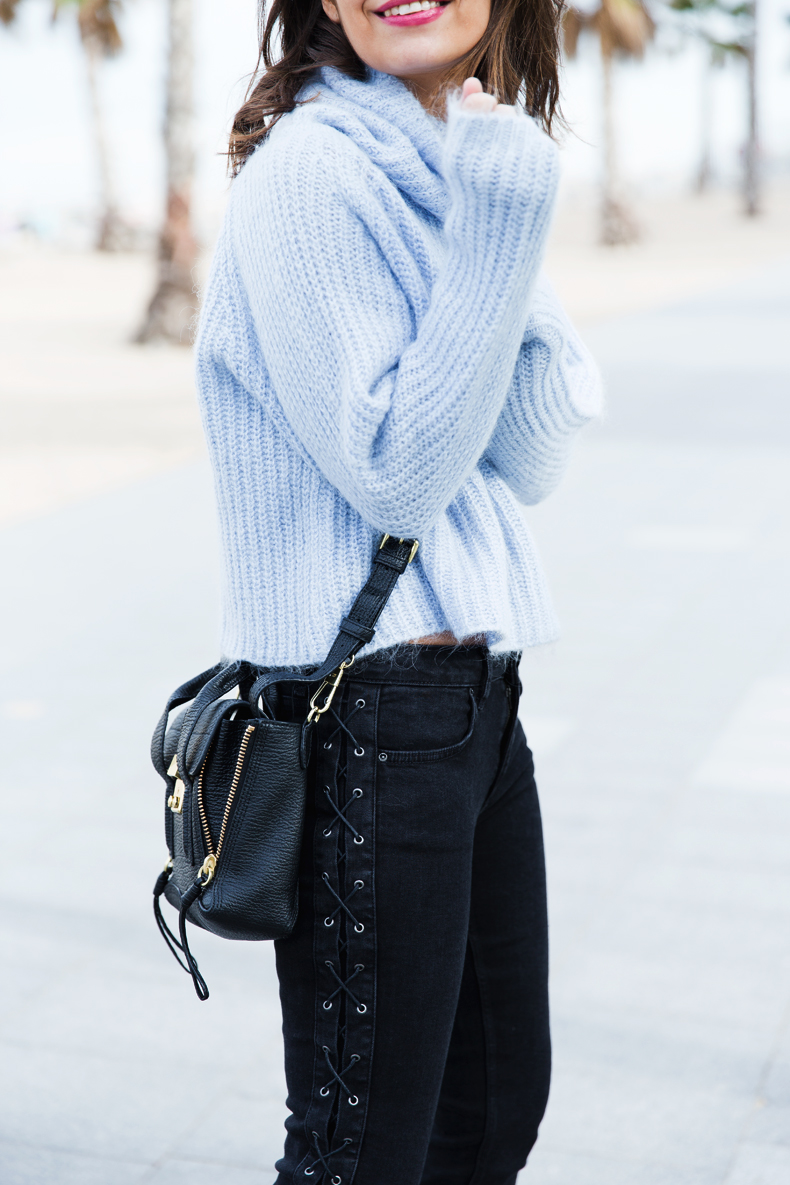 Black_Jeans-Knit_Jumper-Light_Blue-Street_Style-Outfits-17